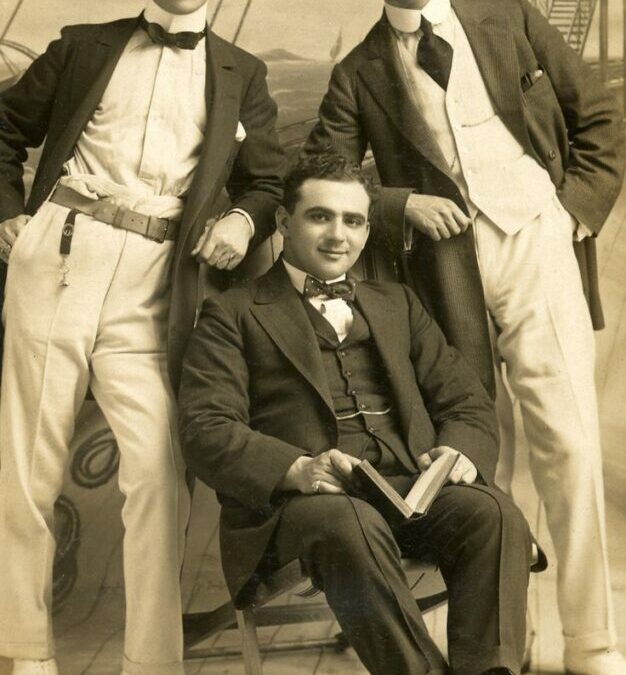 COSTUME DETAILS FOR WRITERS–MEN IN 1910s